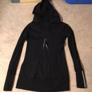 Lululemon Run: Stay on Course pullover. Size 4